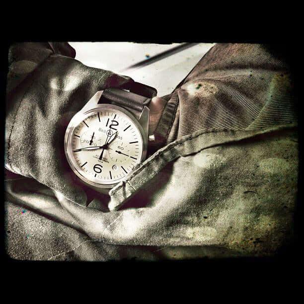 bell-ross-vintage-chronograph-wrist1