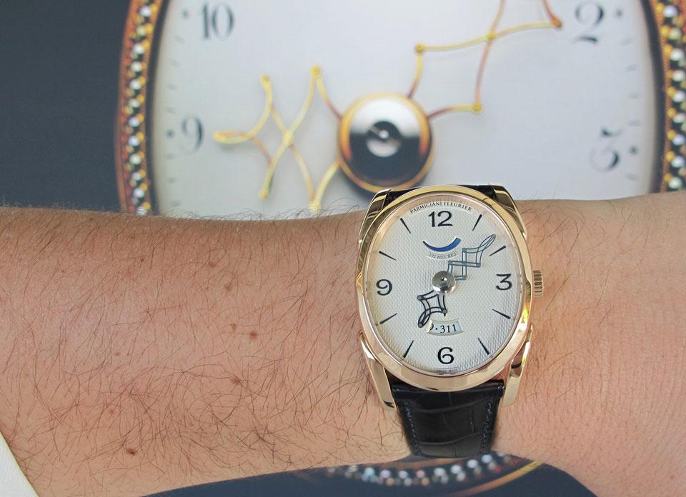 parmigiani-ovale-pantographe-red-gold-wristshot_2