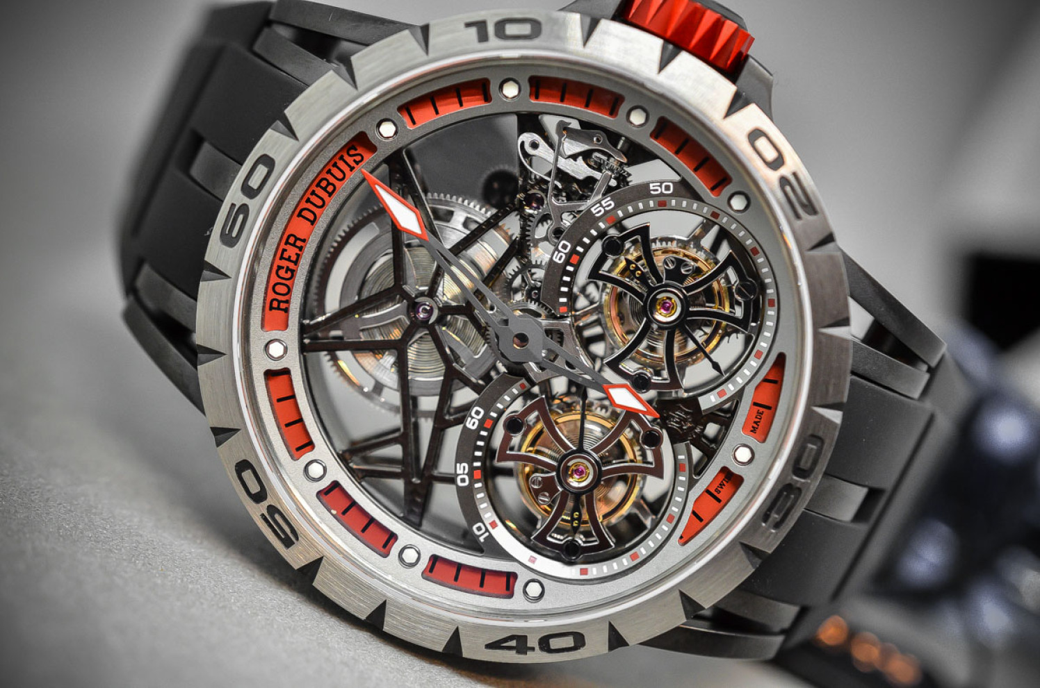 Roger-Dubuis-Excalibur-Spider-Skeleton-Double-Flying-Tourbillon-5