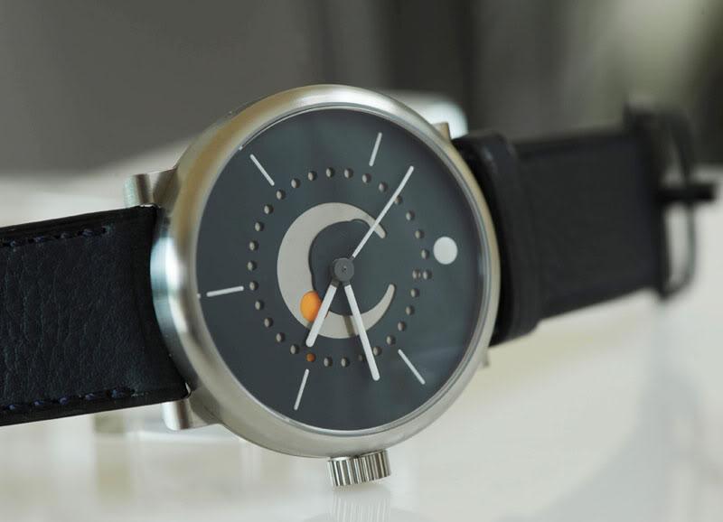 An example of the Ochs & Junior Selene Moonphase watch
