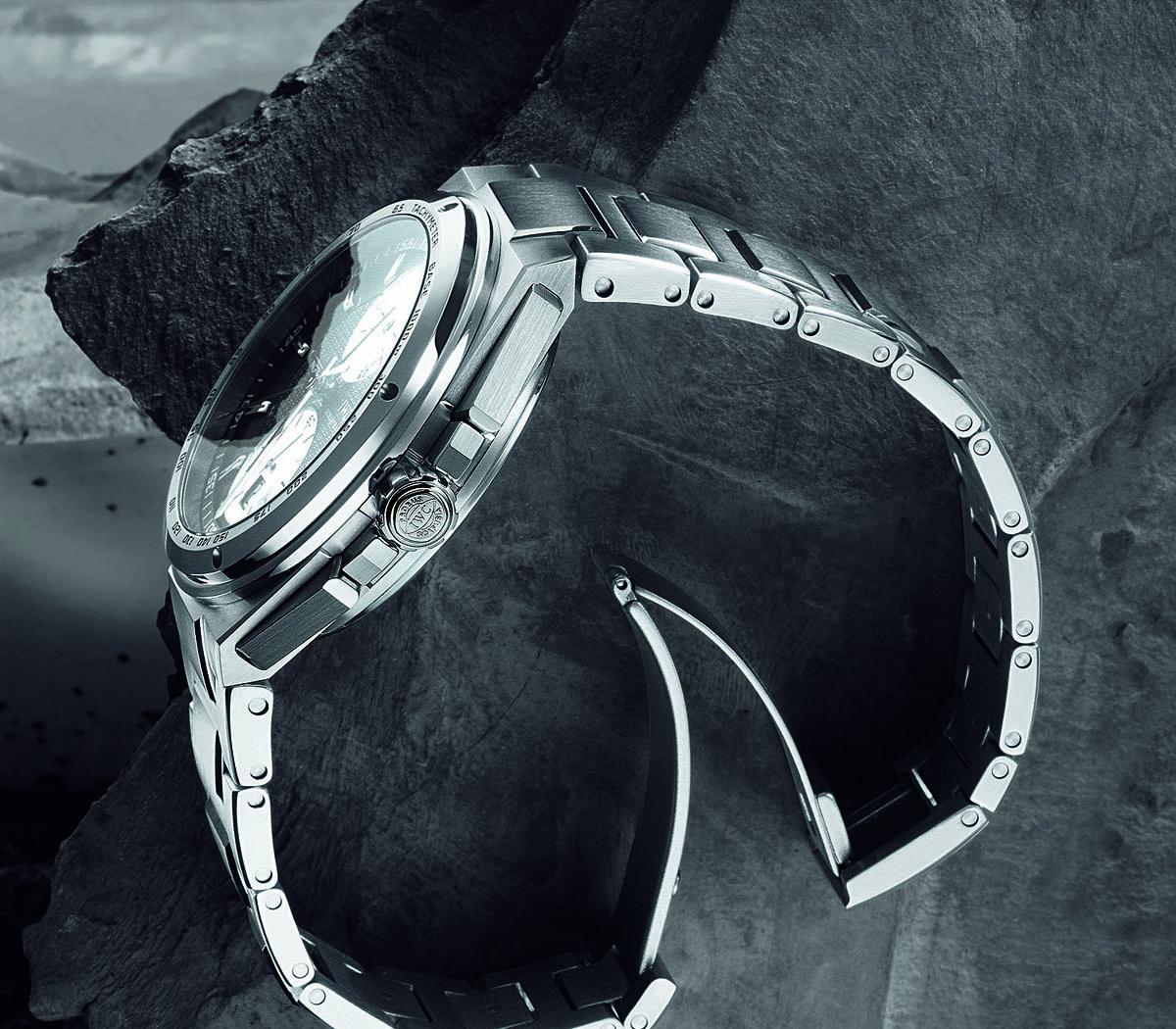 Comparative Review - Breitling Chronomat B01 vs. IWC Ingenieur Chronograph - 6