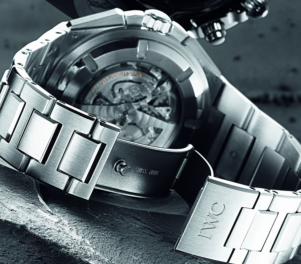 Comparative Review - Breitling Chronomat B01 vs. IWC Ingenieur Chronograph - 7