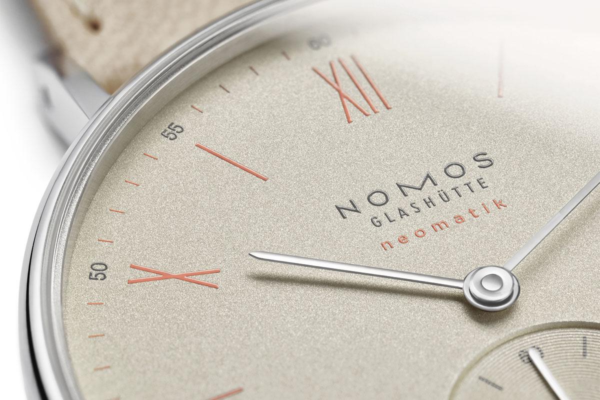Nomos Ludwig Noematik champagne dial detail