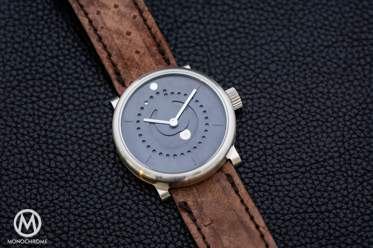 ochs und junior moon phase 39mm