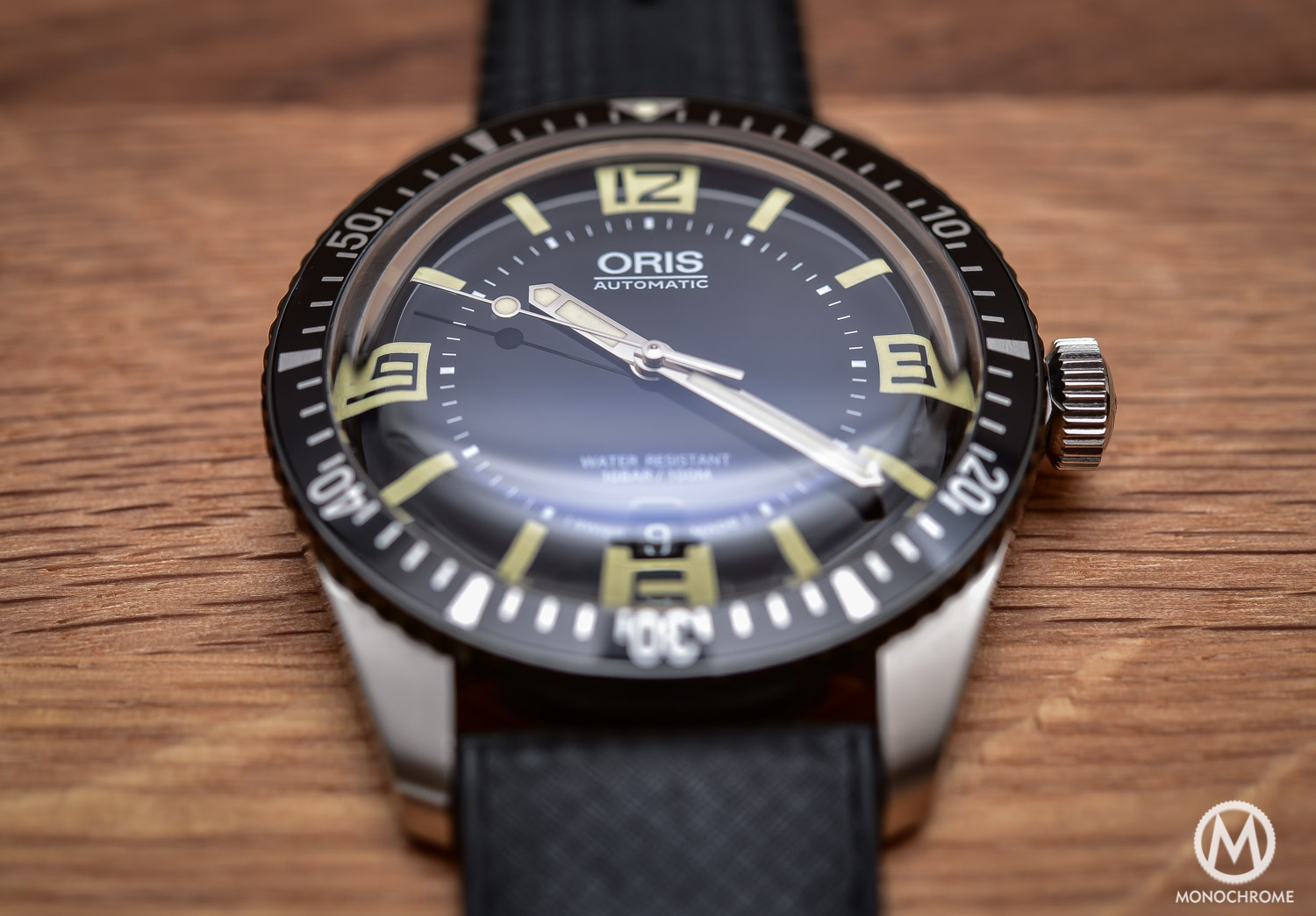 Comparative Review - 3 affordable & vintage-inspired dive watches - Oris Divers Sixty Five - 1