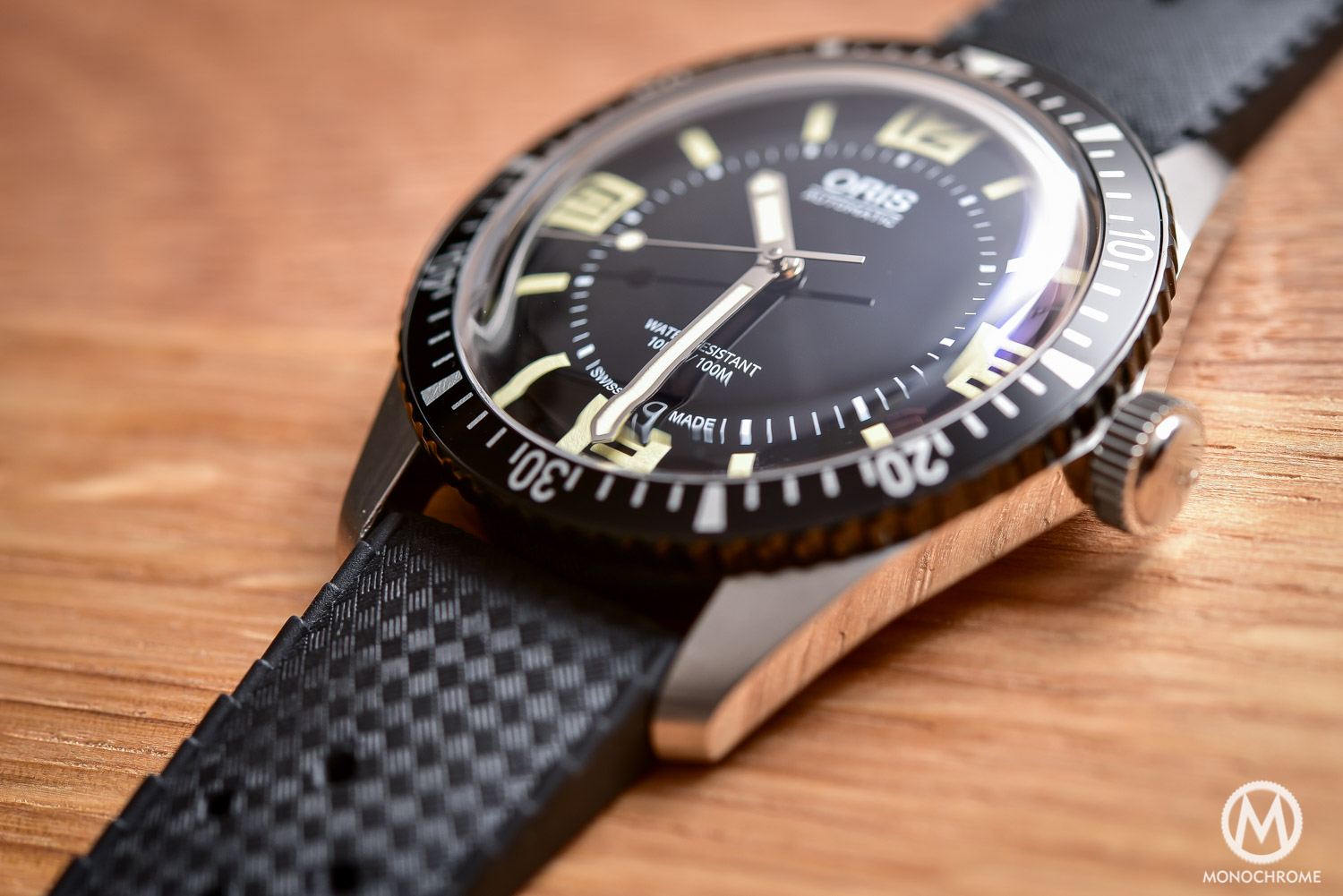 Comparative Review - 3 affordable & vintage-inspired dive watches - Oris Divers Sixty Five - 5
