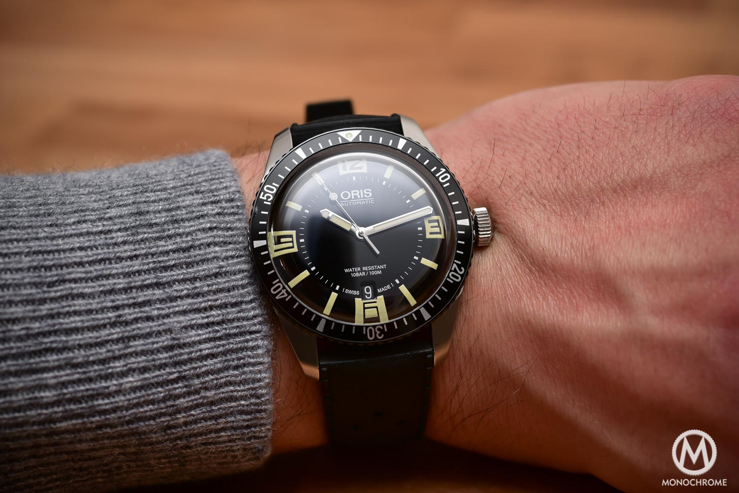 Comparative Review - 3 affordable & vintage-inspired dive watches - Oris Divers Sixty Five - wristshot