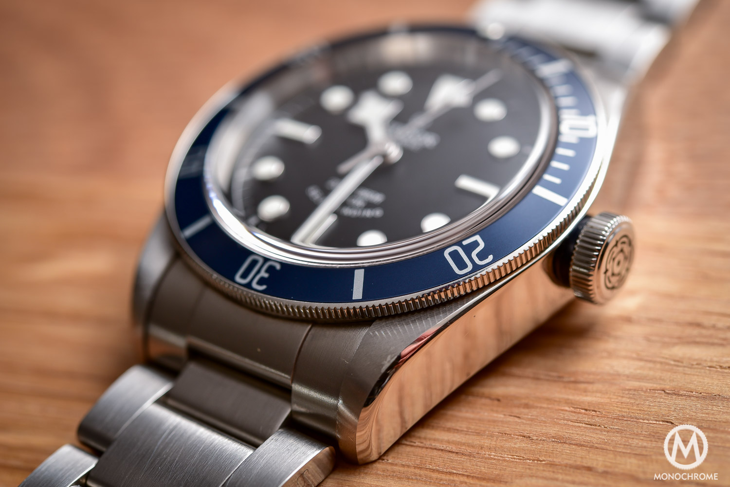 Comparative Review - 3 affordable & vintage-inspired dive watches - Tudor Heritage Black Bay Blue 79220B - 5