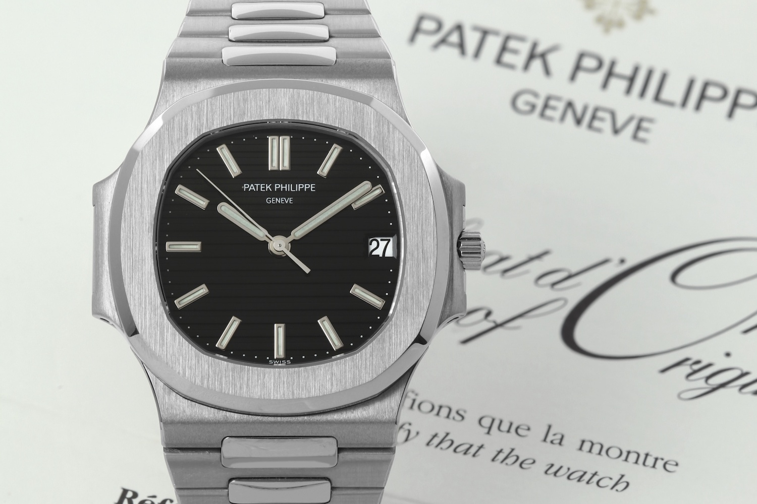edb6b0b92f7 History of the Patek Philippe Nautilus, Part 2 – The evolution of a ...