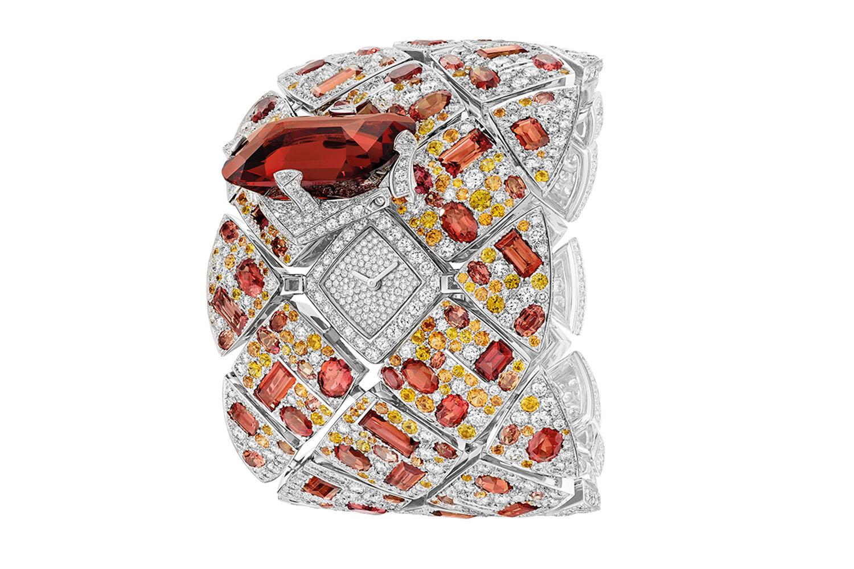 gphg-2016-jewellery-chanel-montre-a-secret-signature-grenat