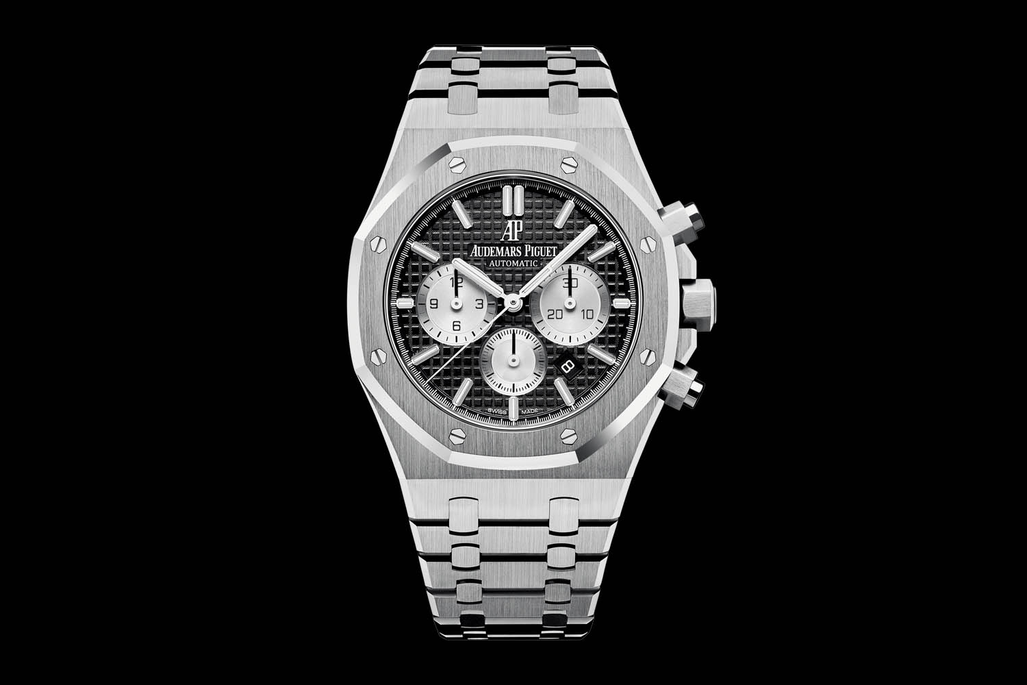 585f4dd9c55 SIHH 2017 – Audemars Piguet Introduces the Refreshed Royal Oak Chronograph.