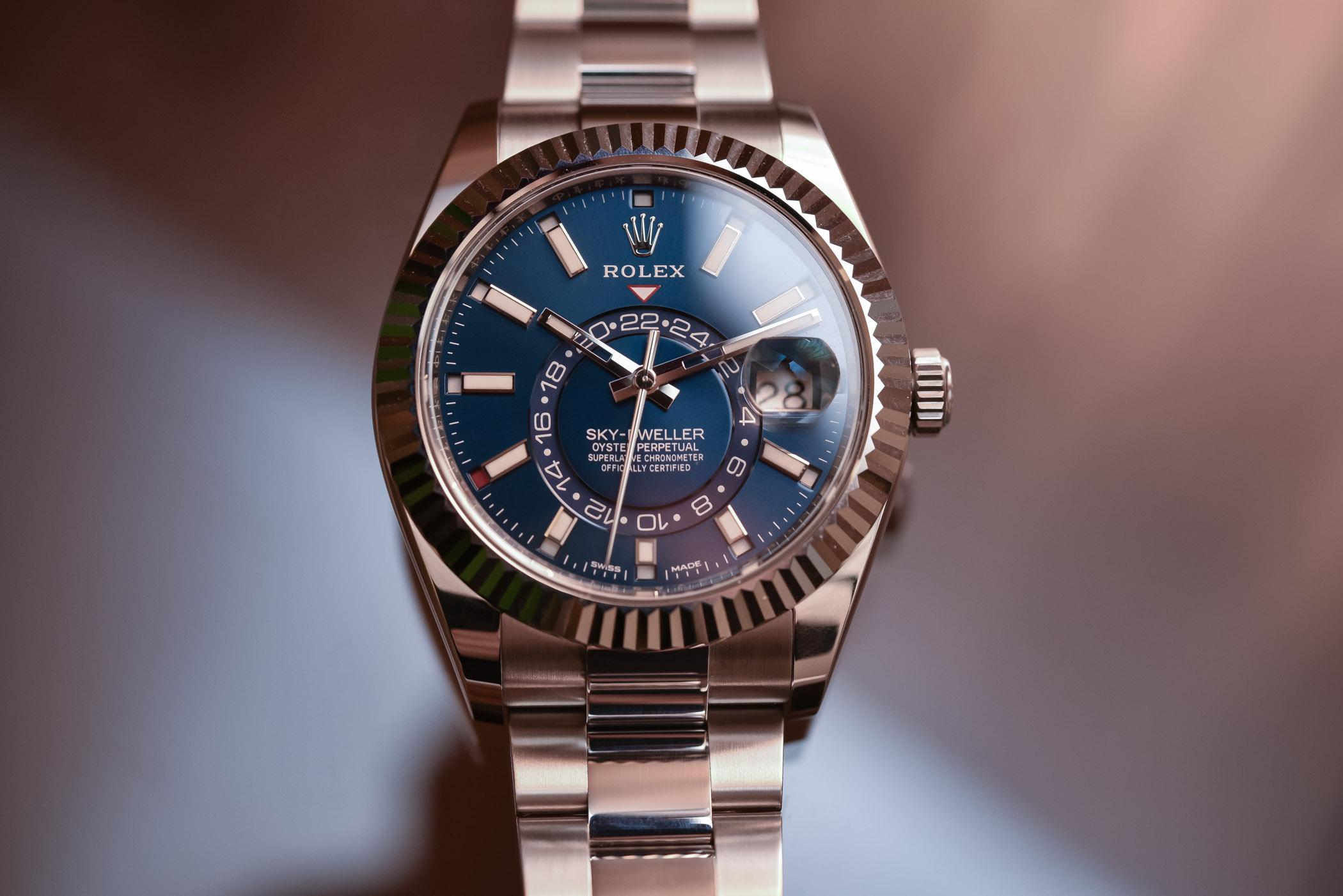 402d310e664 Rolex Sky-Dweller Steel 326934   Two-Tone 326933 - Review (Specs ...