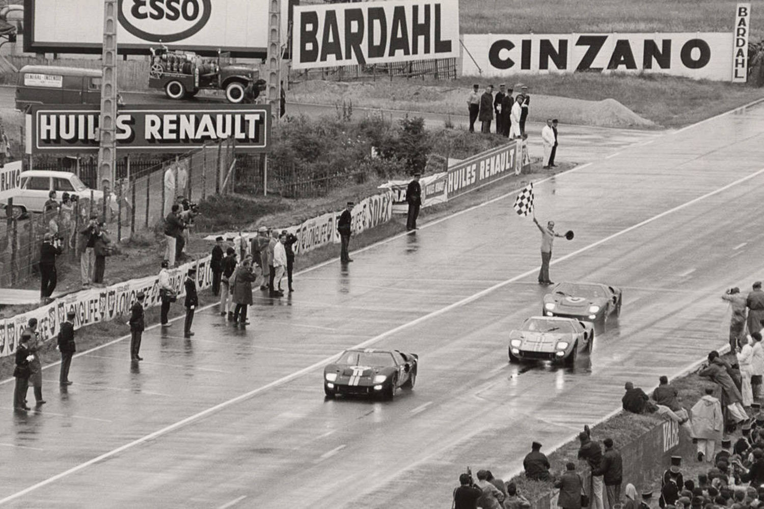 1966_Le_Mans_24_Hours_Ford_GT40_MKII_1_2_3_Finish