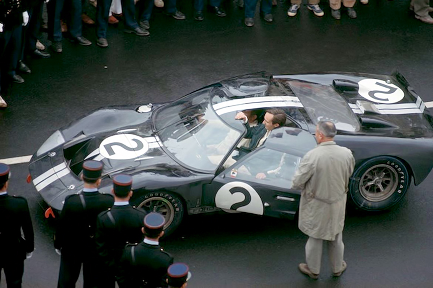 1966_Le_Mans_24_Hours_Ford_GT40_MKII_Bruce_McLaren