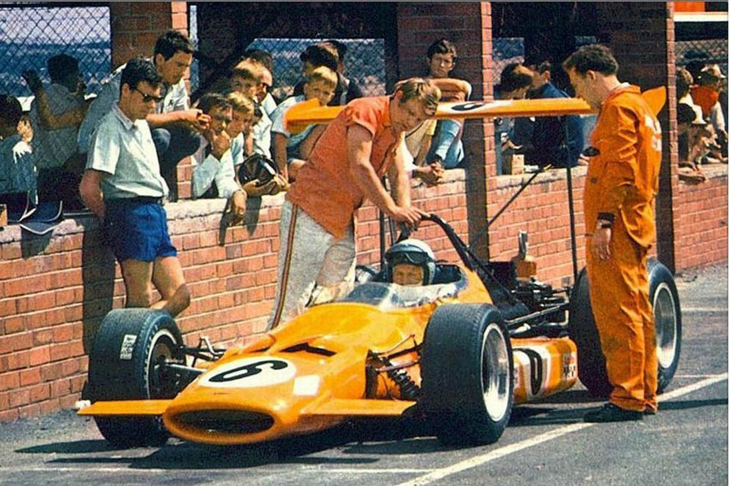 1969_Formula_1_South_Afican_Grand_Prix_Bruce_McLaren_McLaren_M7A_Cosworth