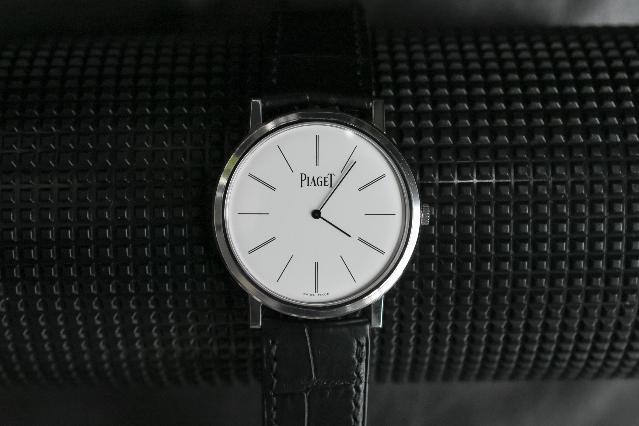 e360cdc01fd Reviewing the Piaget Altiplano - the Perfect Hand-Wound Dress Watch ...