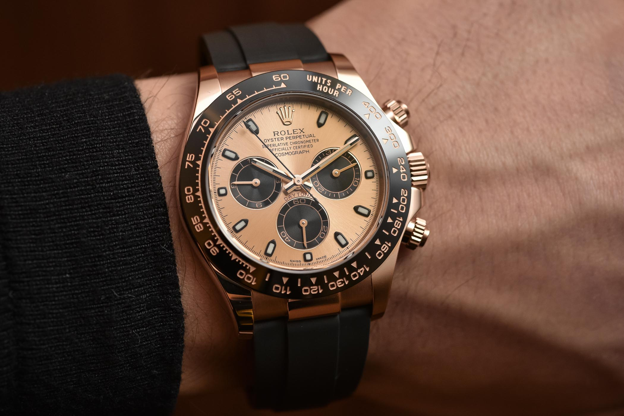 Up Close Personal The 2017 Rolex Daytona Gold Ceramic Oysterflex