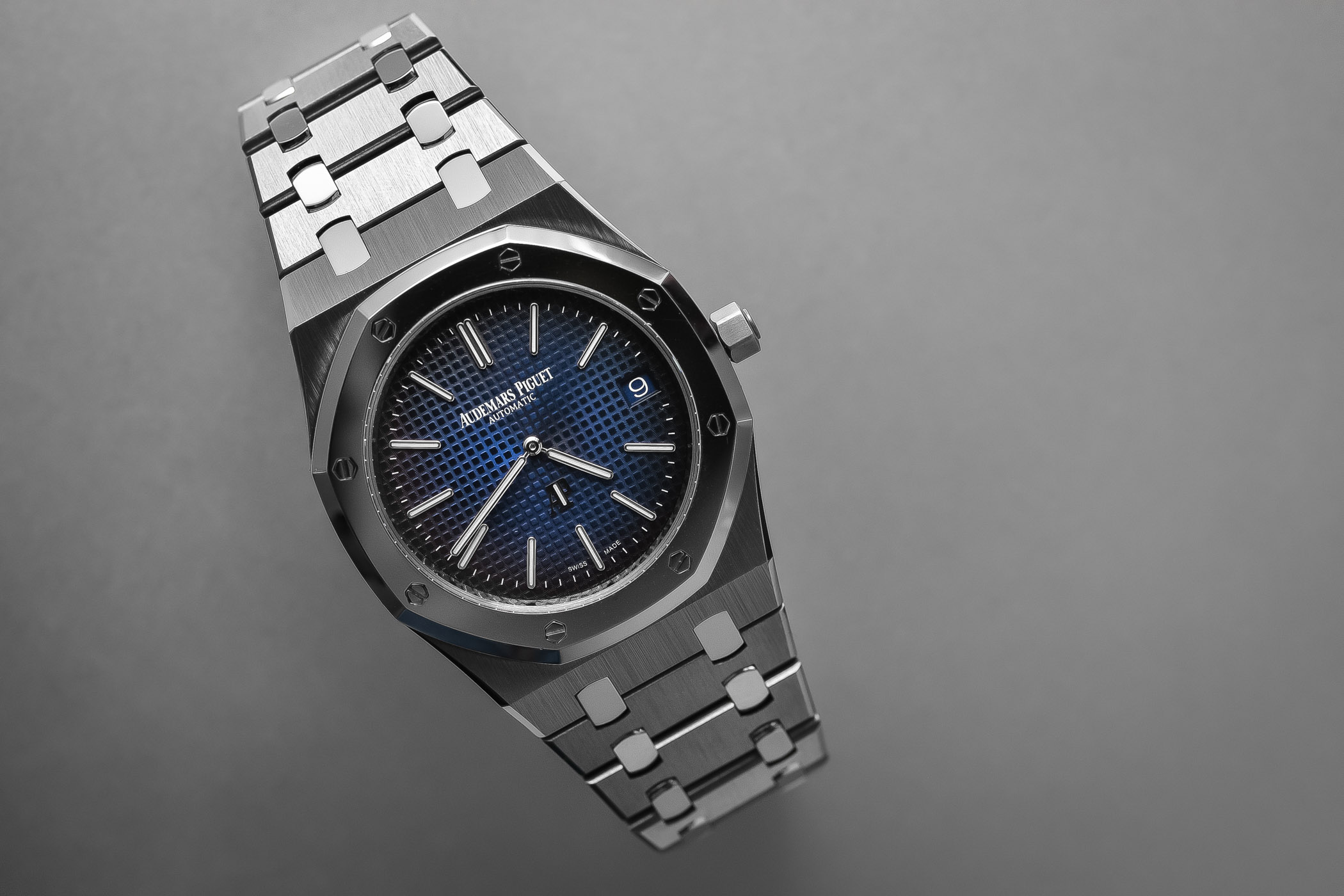 Audemars Piguet Royal Oak Jumbo Extra-Thin 15202IP titanium-platinum smoked blue dial SIHH 2018