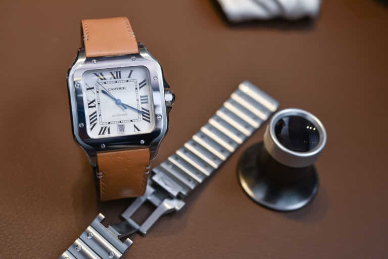 e43ab2b1e4413 Hands-On with The 2018 Cartier Santos Large Size (Specs & Price)