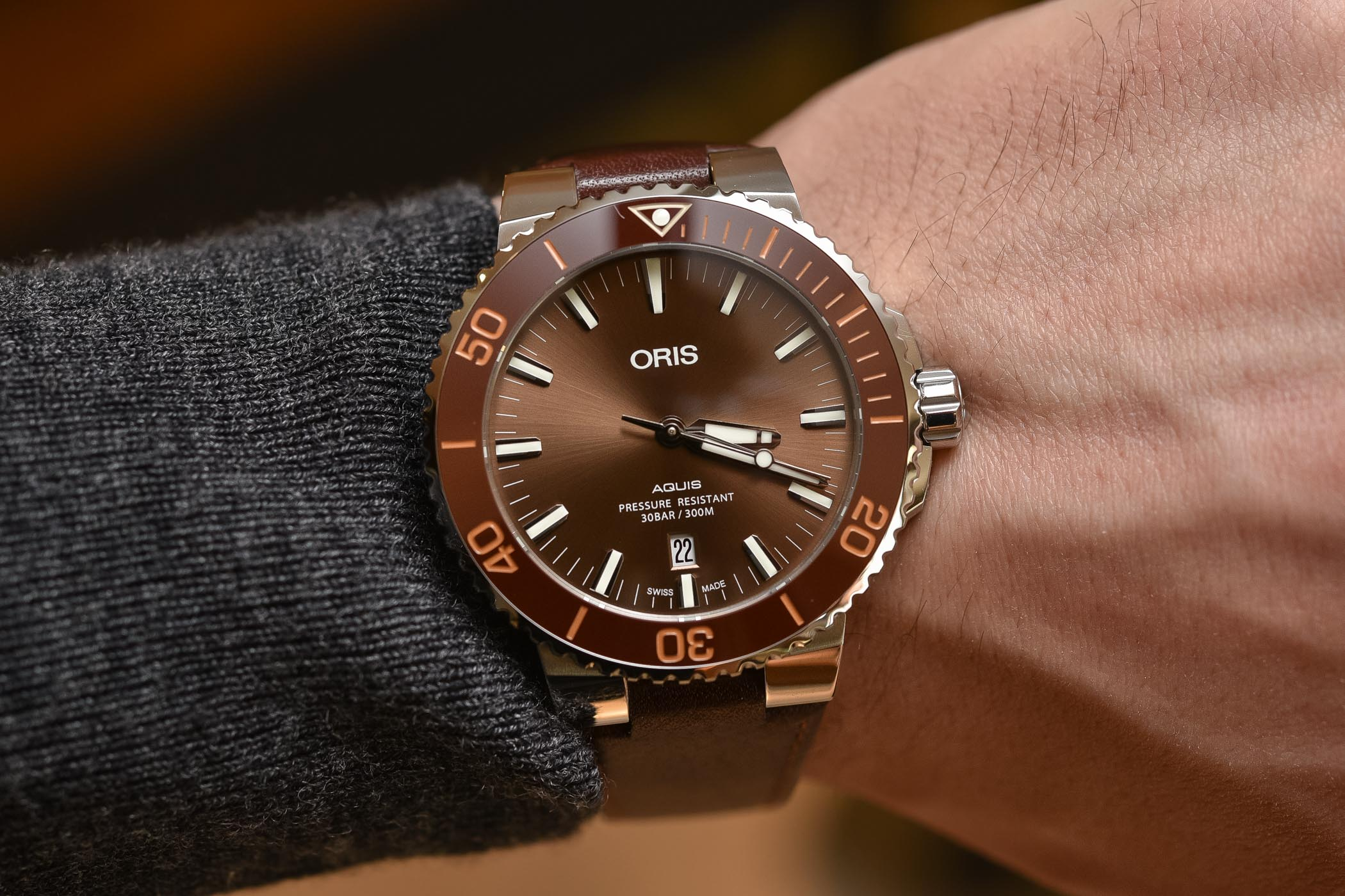 Oris Aquis Date 43.5mm Brown Dial-Bezel - Buying Guide Brown Watches