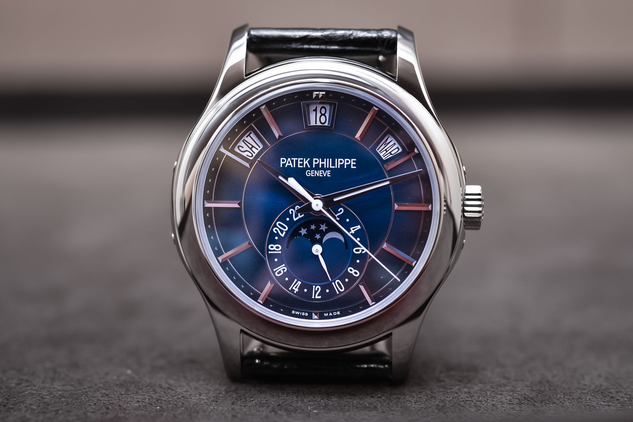 630c27b1466 Hands-On - Patek Philippe Annual Calendar 5205G Gradient Blue Dial ...