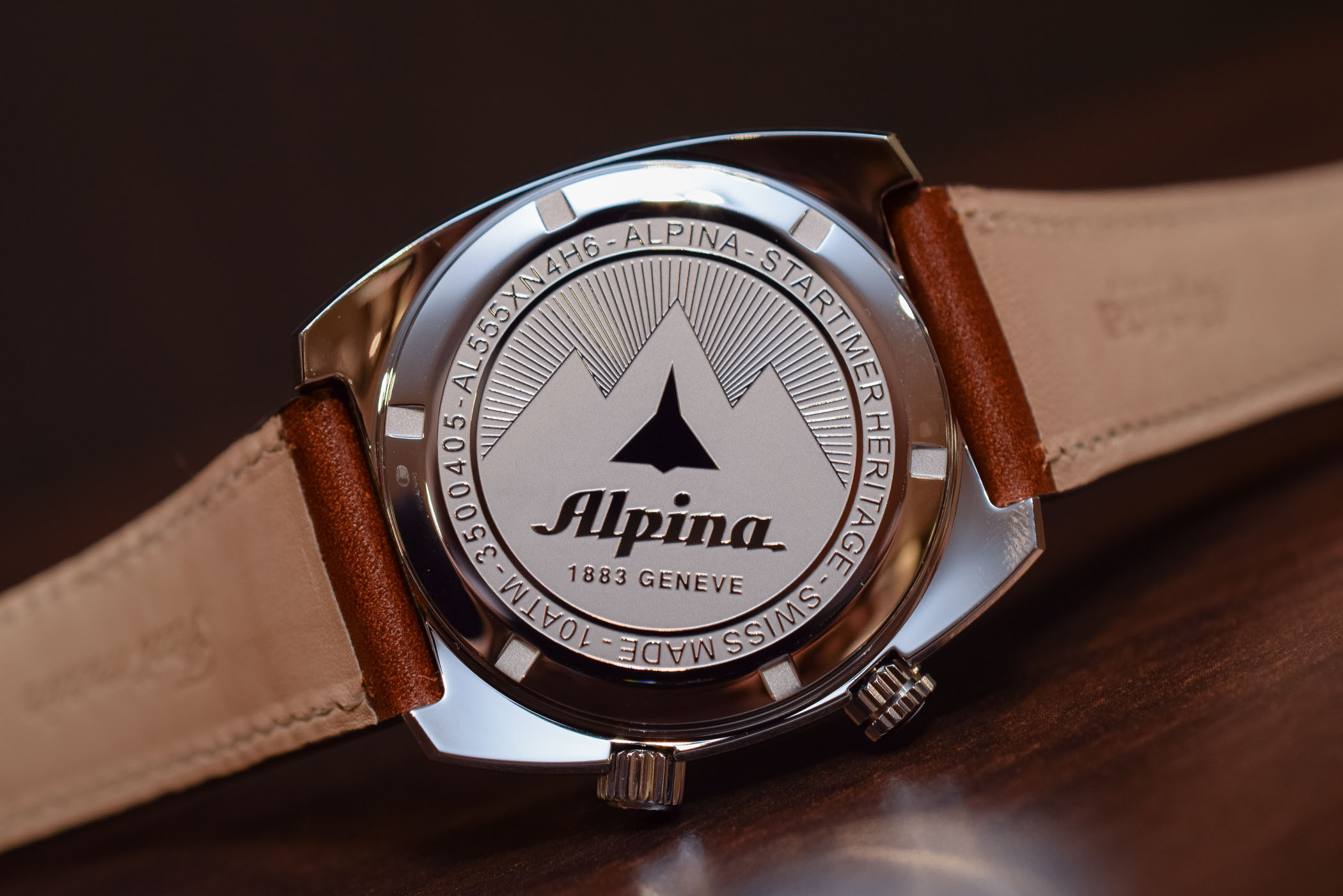 hands on alpina startimer pilot heritage gmt specs price. Black Bedroom Furniture Sets. Home Design Ideas