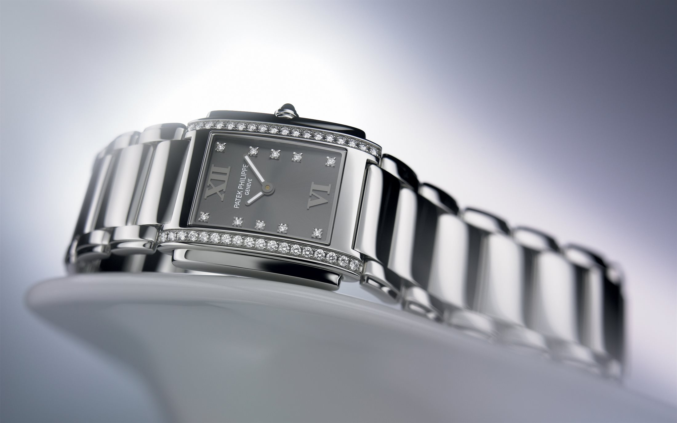 8dda1f4d977 The Patek Philippe Twenty-4 as we knew it until today – rectangular, small,  bracelet-like and battery-powered. Here is the steel version, ref.