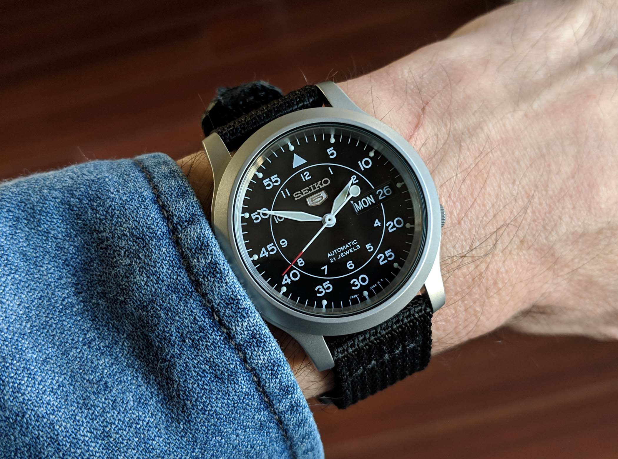 Review of Seiko 5 SNK809 – A Lot of a Mechanical Watch for