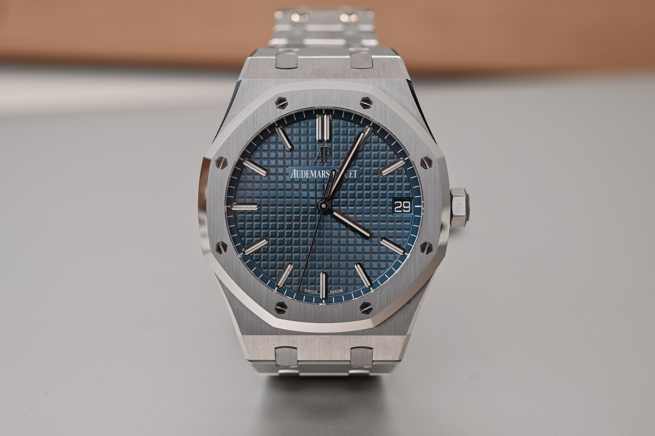 96243cee734 Hands-On Review - Audemars Piguet Royal Oak Selfwinding 41mm 15500ST ...
