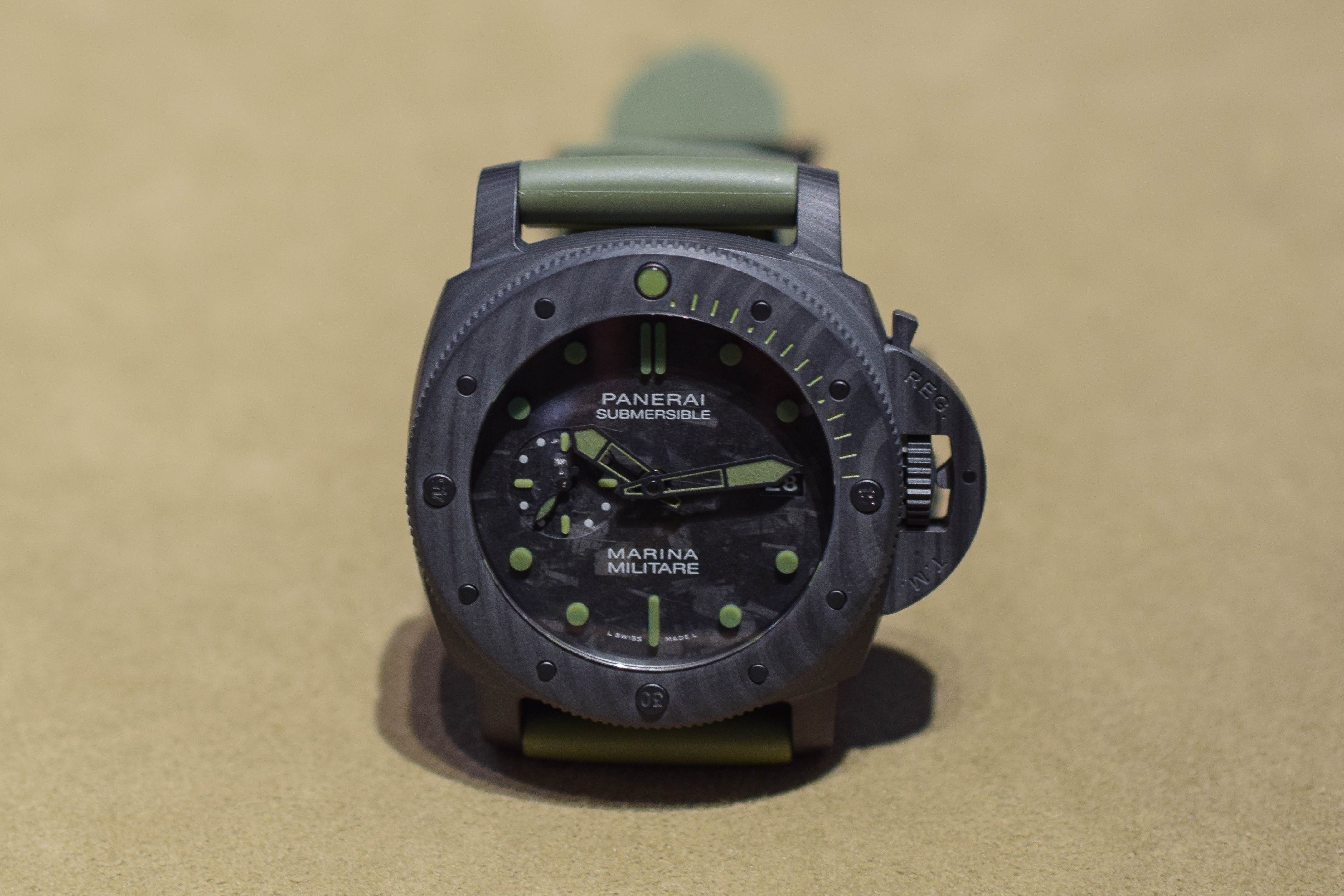Panerai Submersible Marina Militare Carbotech PAM00961 - SIHH 2019 hands-on - 3