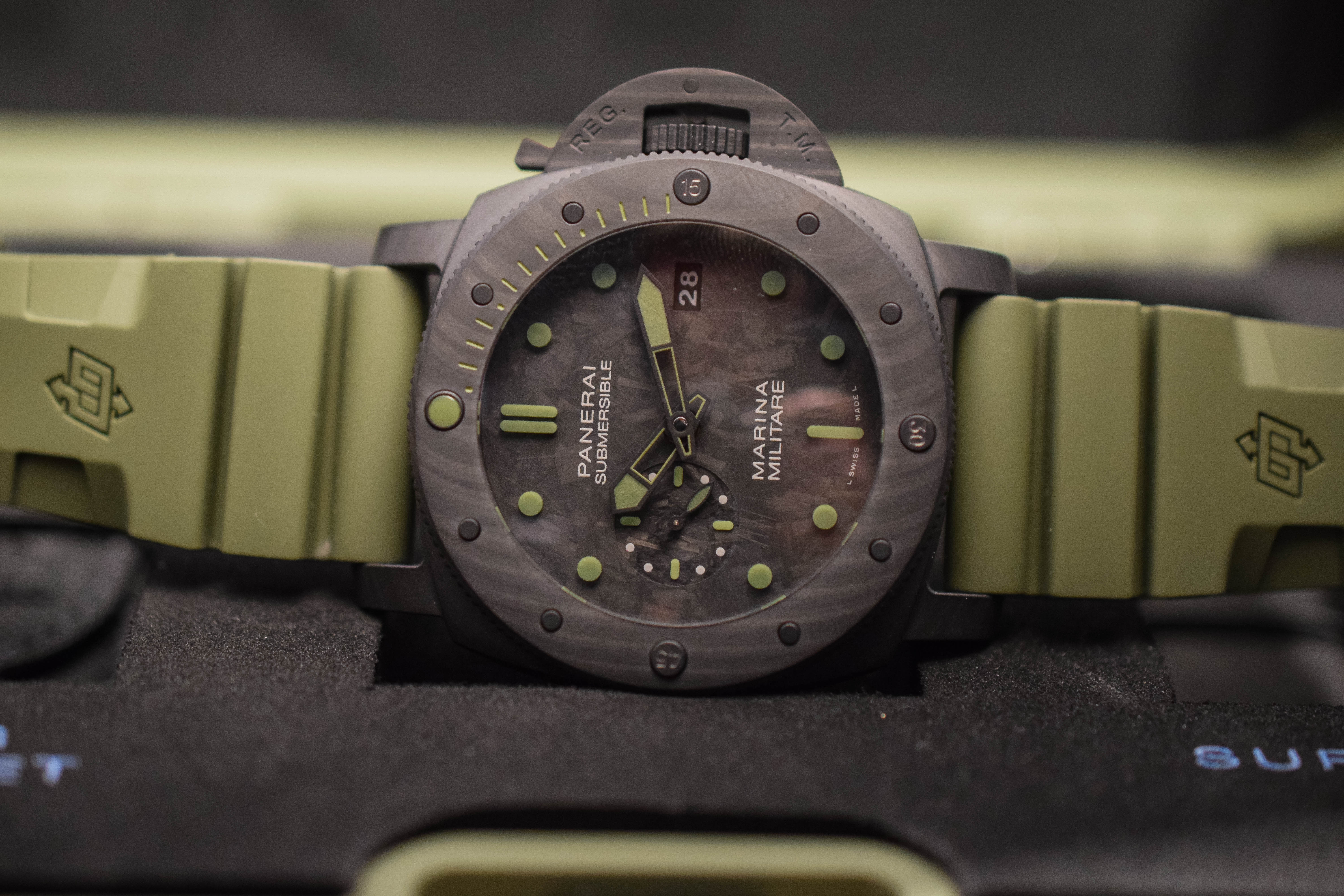 Panerai Submersible Marina Militare Carbotech PAM00961 - SIHH 2019 hands-on - 5