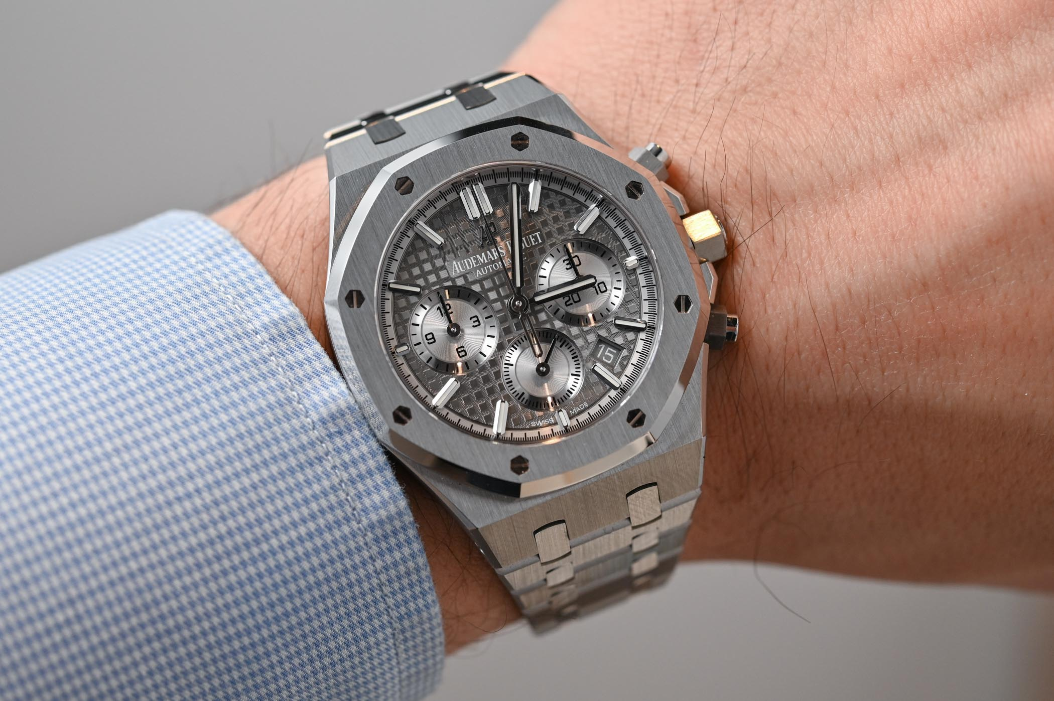 f64ae1aab59fd Hands-On - Audemars Piguet Royal Oak Selfwinding Chronograph 38mm ...