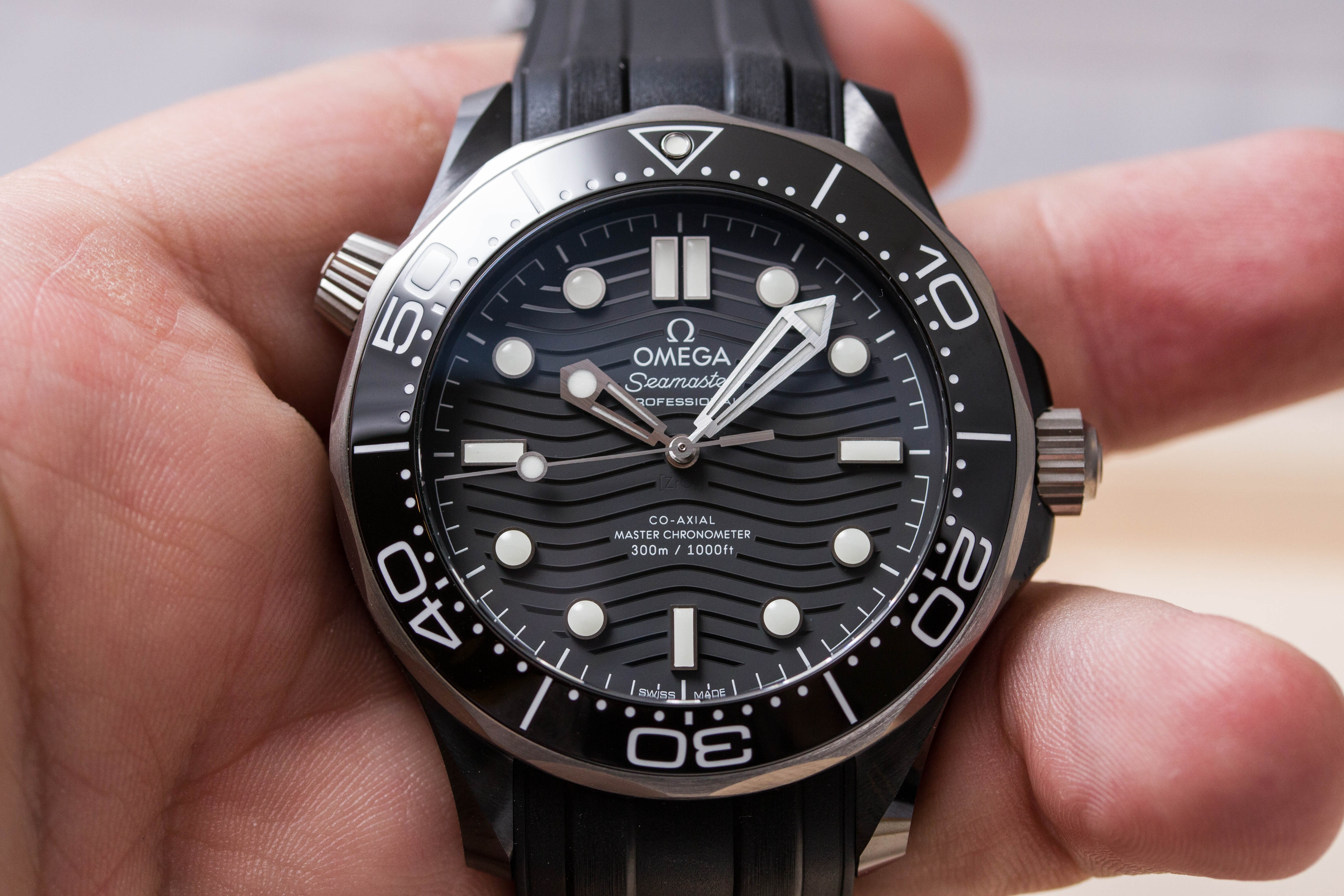 Omega Seamaster Diver 300M Ceramic-and-Titanium no-date - 210.92.44.20.01.001 - review