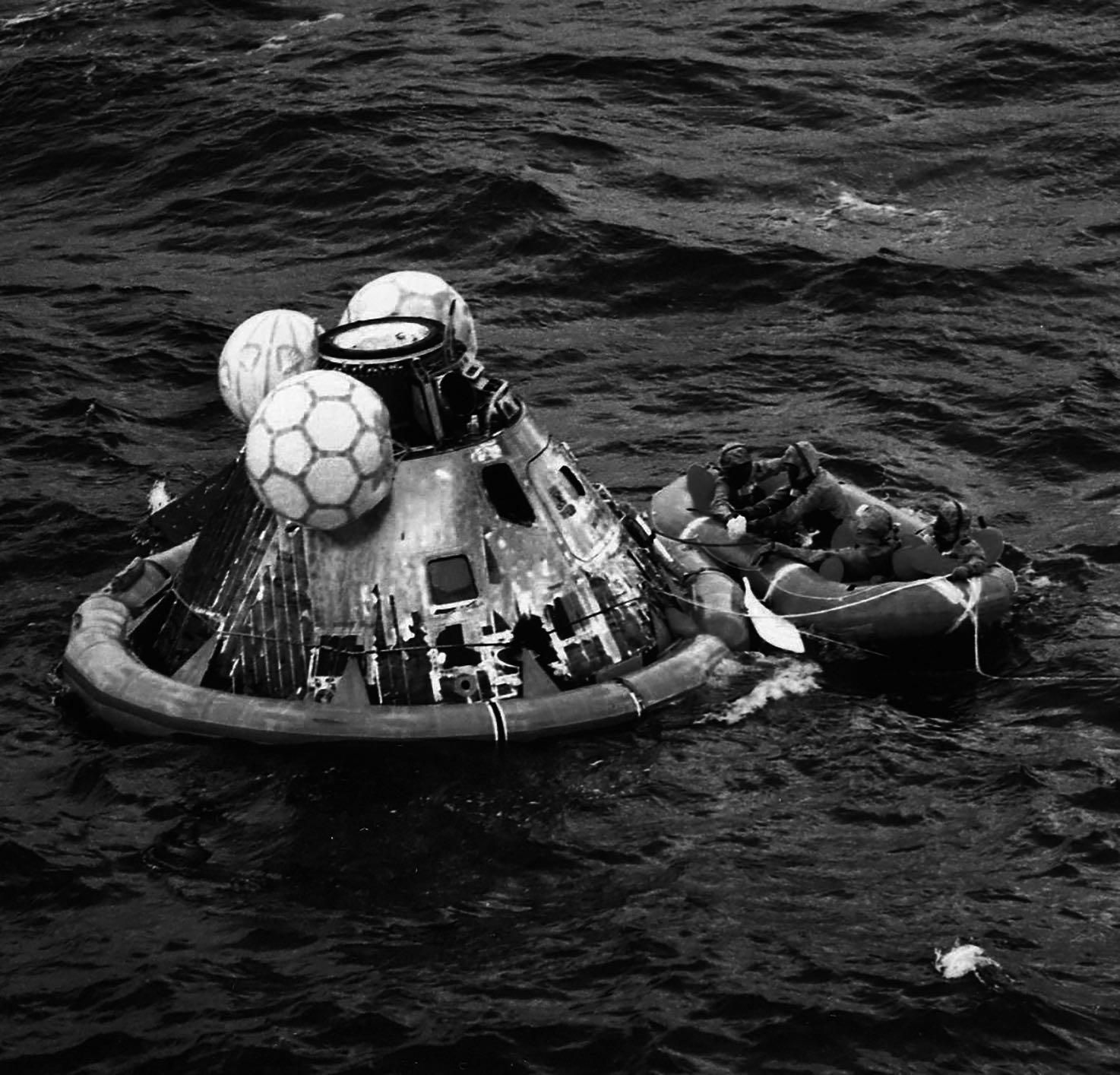 16-50-35_Splashdown - Credit NASA