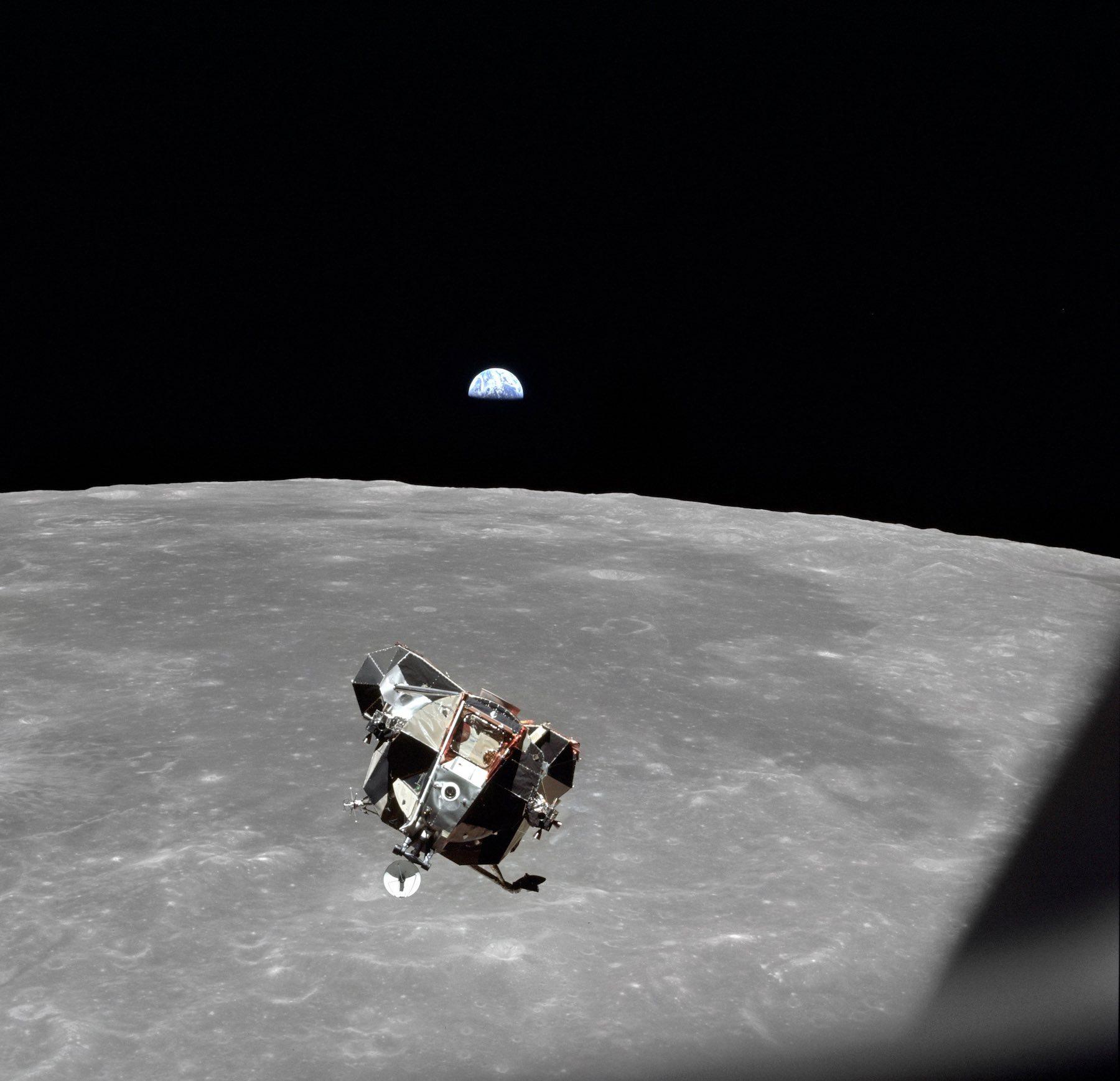 17-54-00_Goodbye-Moon - Credit NASA