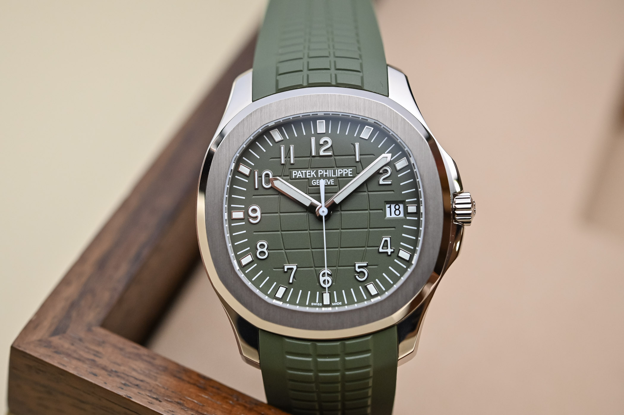 Patek Philippe Aquanaut Jumbo 5168G Khaki Green White Gold