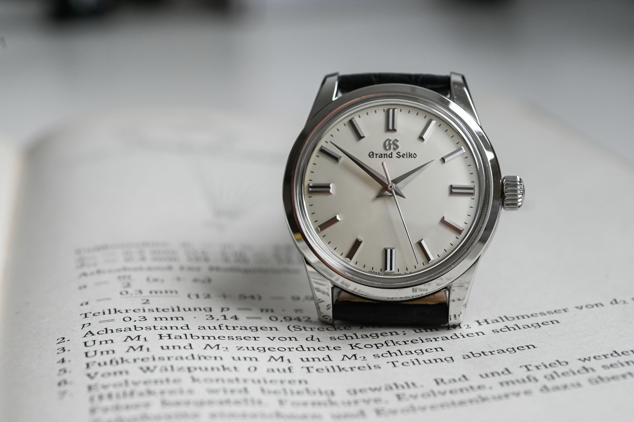 Si no es perfecto, es casi casi.... Grand-Seiko-Manual-37mm-SBGW231-Review-4