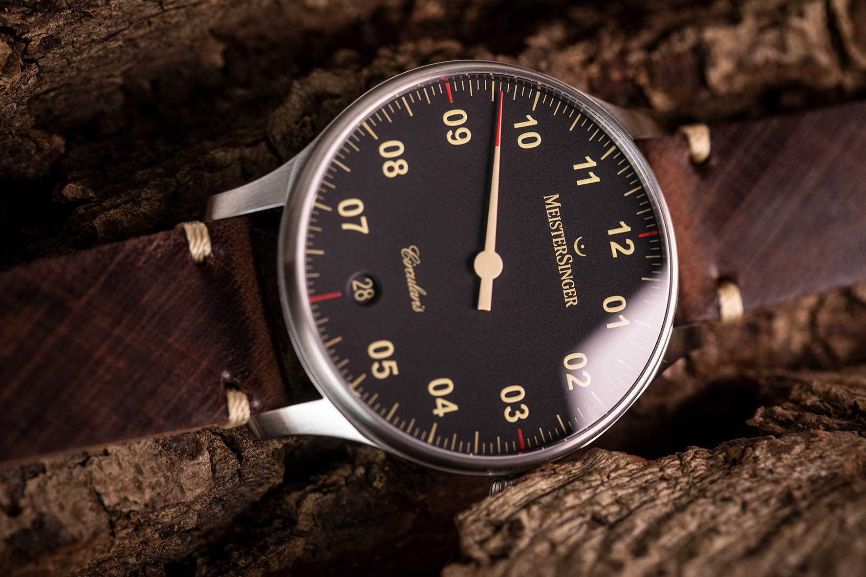 """MeisterSinger Expands the Circularis Collection with a Retro-Inspired """"Old Radium"""""""