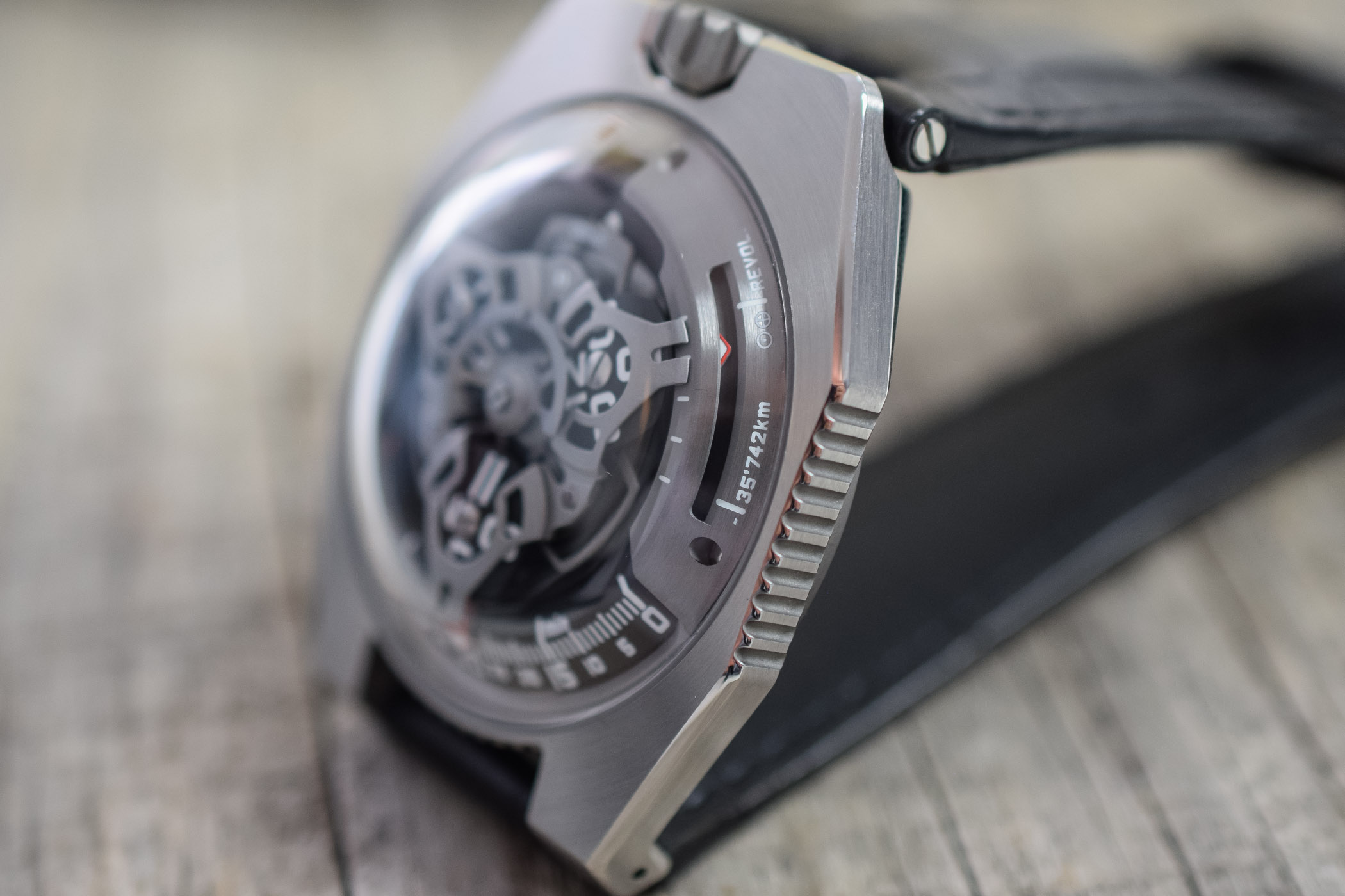 https://k8q7r7a2.stackpathcdn.com/wp-content/uploads/2019/09/URWERK-UR-100-SpaceTime-Review-6.jpg