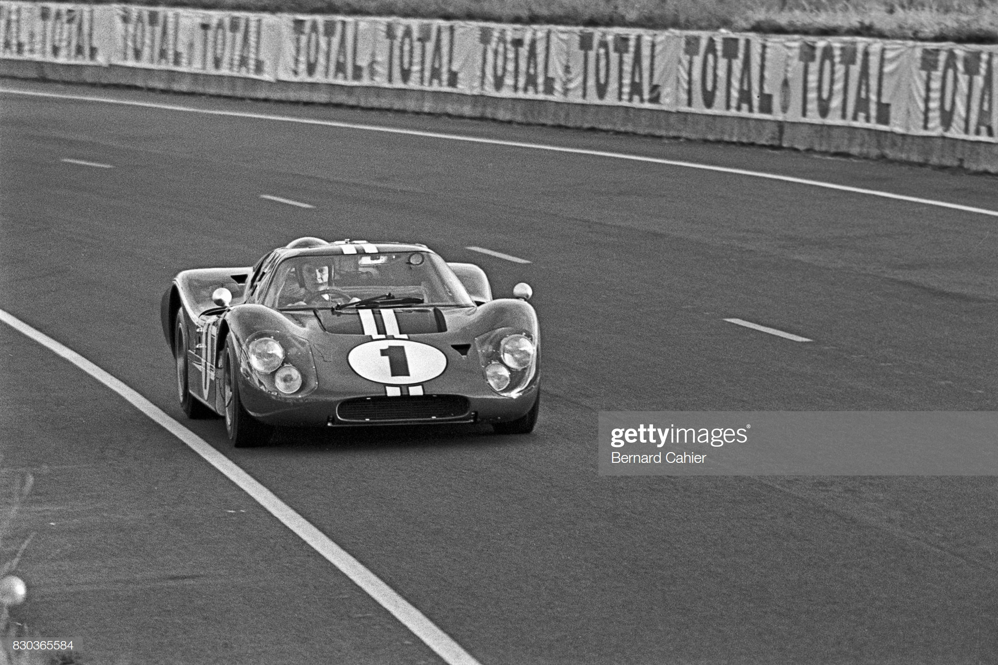 Dan Gurney, Ford Mk IV, 24 Hours of Le Mans, 11 June 1967 - Photo by Bernard Cahier/Getty Images