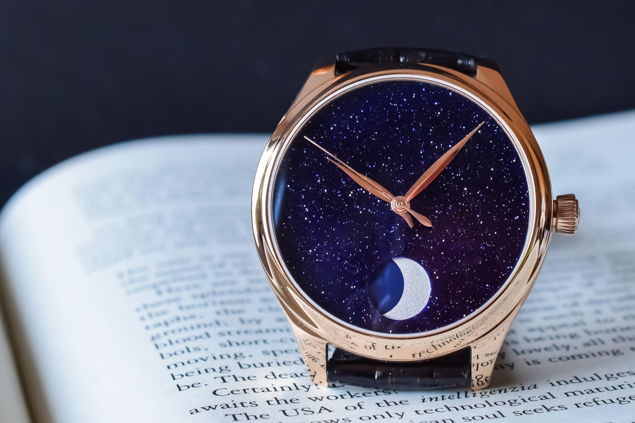 H. Moser Cie Endeavour Perpetual Moon Concept Aventurine - Hands-On - 10