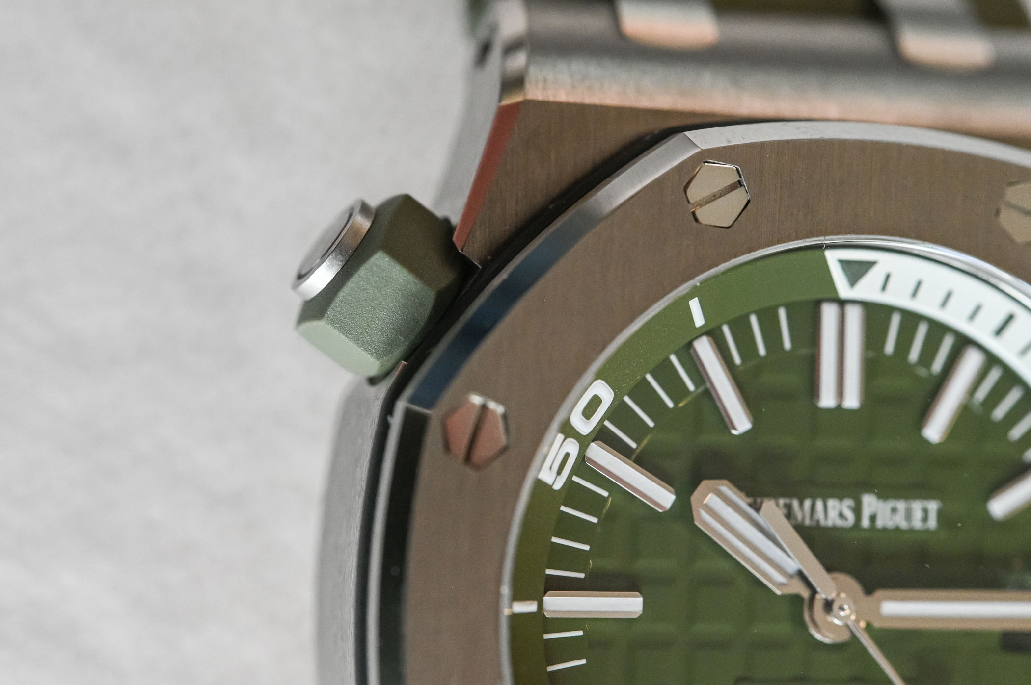 Audemars Piguet Royal Oak Offshore Diver Khaki Green - 15710ST.OO.A052CA.01 - Review - 3