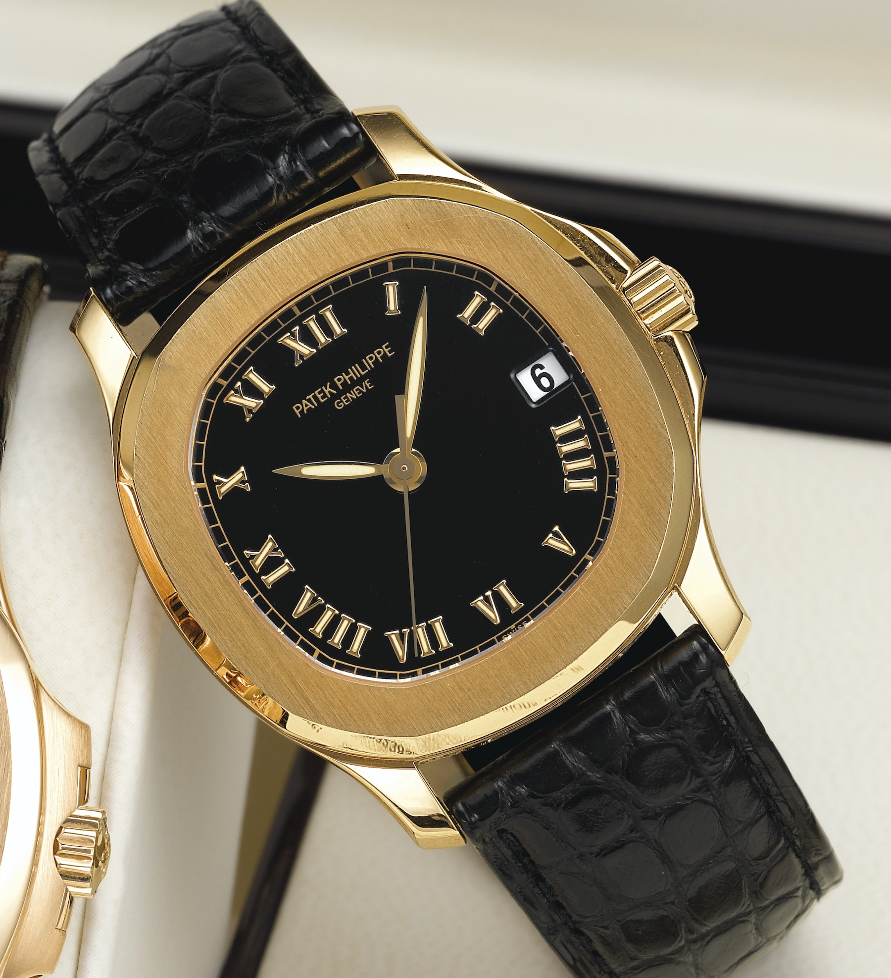 Patek Philippe Aquanaut 5060J yellow gold roman numerals - 2