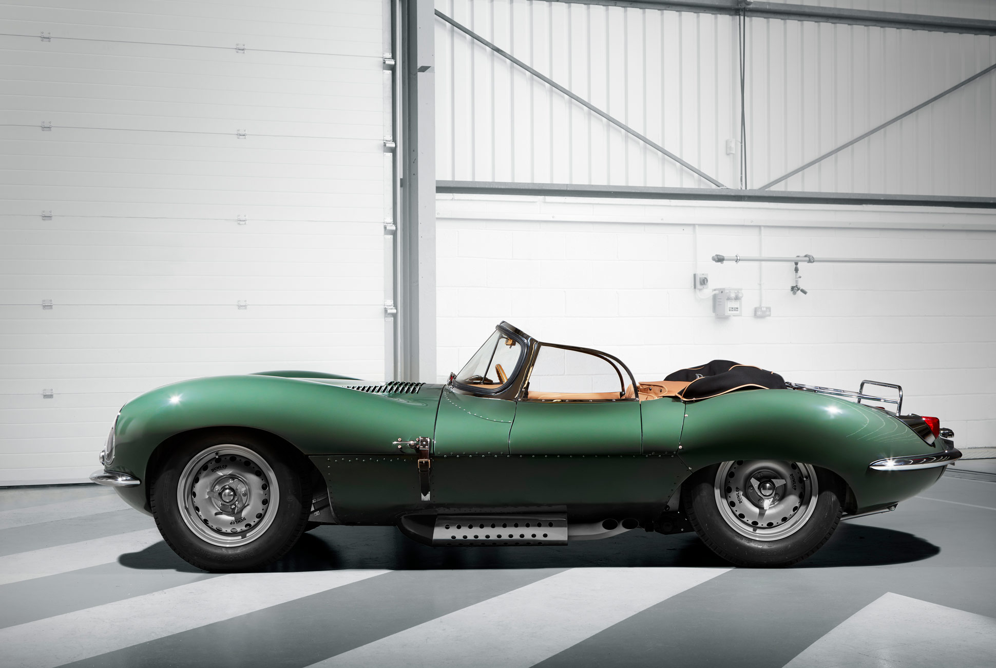 50s-Supercars-Gear-Patrol-Jaguar-1
