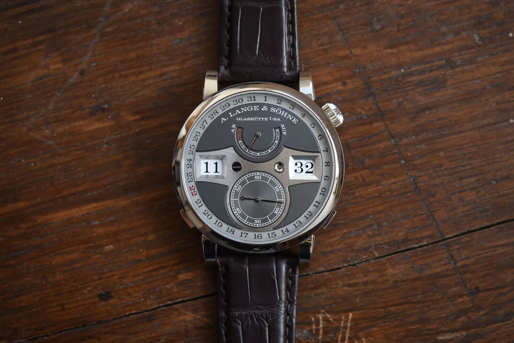 A Lange Sohne Zeitwerk Date - Video Review
