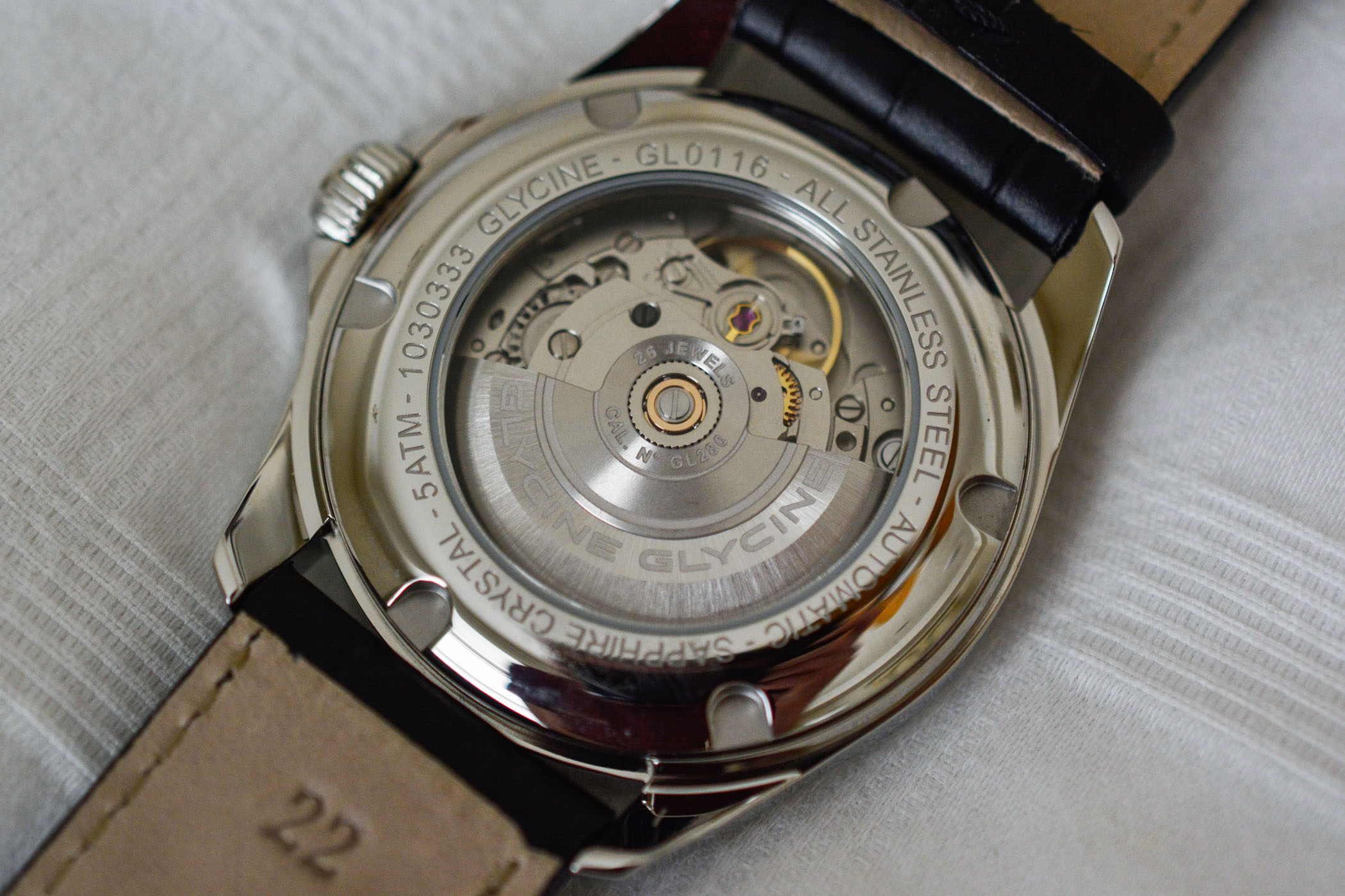 Glycine Combat 6 Classic Moonphase - Value Proposition Review - 11
