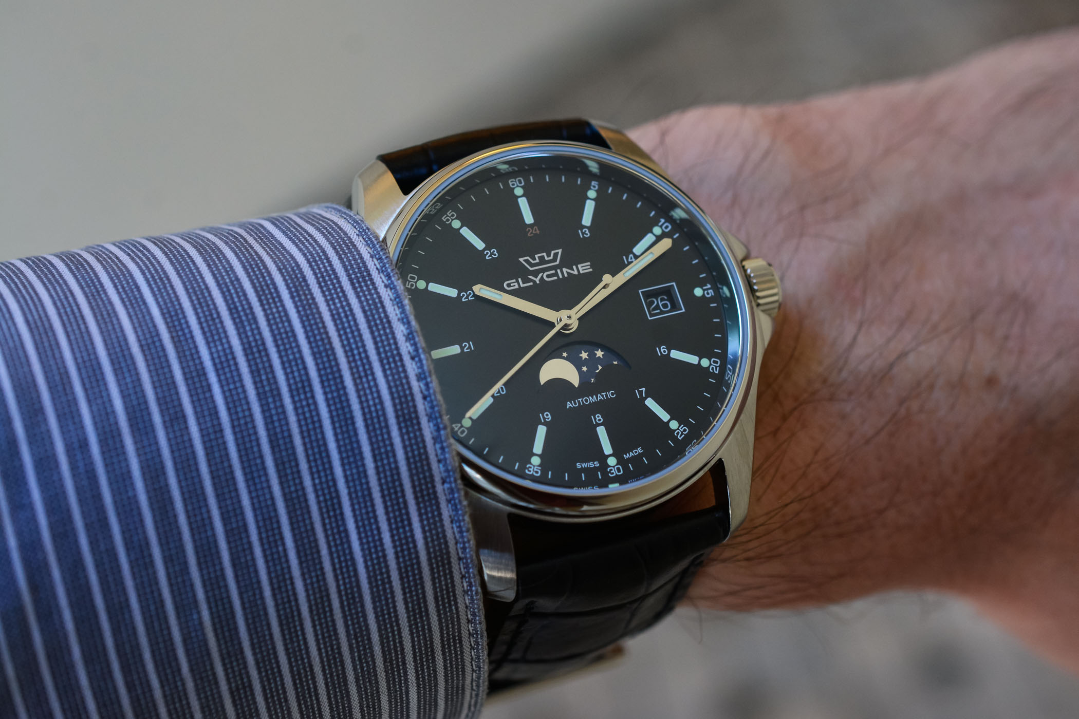 Glycine Combat 6 Classic Moonphase - Value Proposition Review - 5