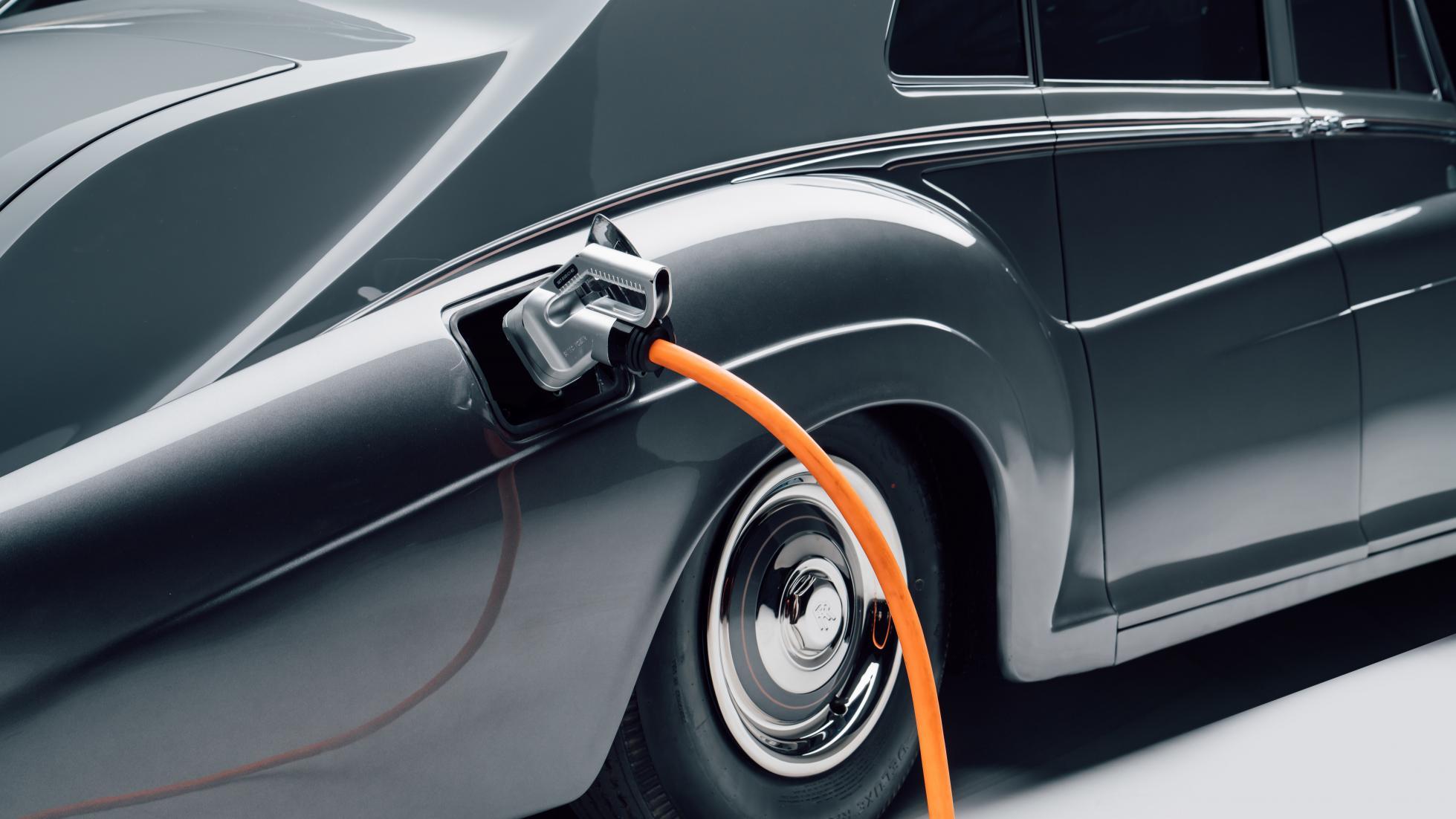 Lunaz Design Electric Classic Rolls Royce Phantom V