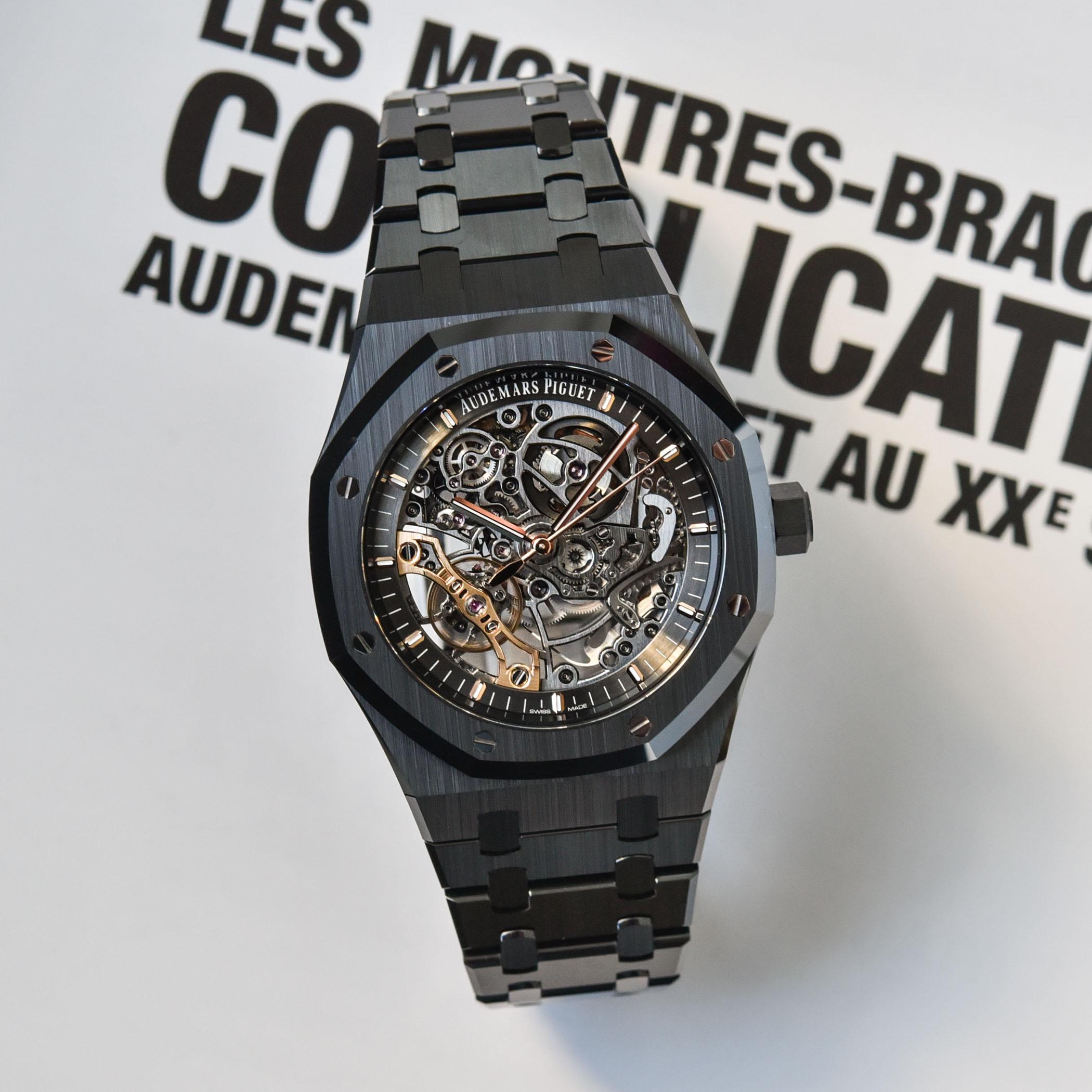 オーデマ・ピゲは全く新しいロイヤルオークシリーズの二本づり振り子にサイドオープンの黒色の陶磁器の腕時計に順番に当たるように出します