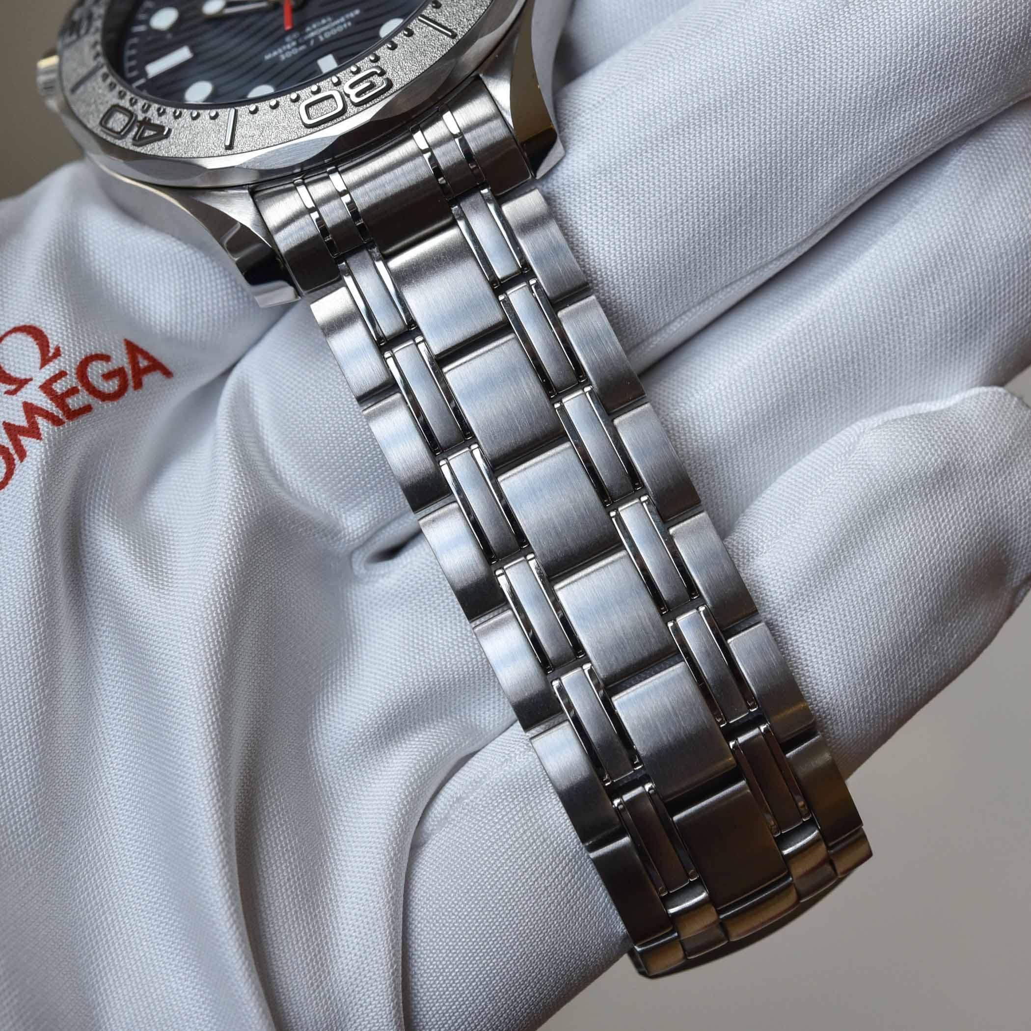Omega Seamaster Diver 300M Nekton Edition 210.30.42.20.01.002